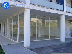 Loja com 108m2, próximo do Novo Hospital de Braga e da Universidade do Minho.Ideal para qualquer actividade.Excelente localização com muito estacionamento.Montra com duas frentes.Prédionovo.