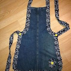 Recycled Denim Apron ~ Good pattern for leather wood carving apron This is cute. by dee Recycled Denim Apron - several different recycled denim projects here, but I especially LOVE the one pictured here! Denim jeans apron - link just goes to a photo Recyc Sewing Aprons, Sewing Clothes, Diy Clothes, Denim Aprons, Sewing Hacks, Sewing Projects, Sewing Diy, Sewing Crafts, Diy Crafts