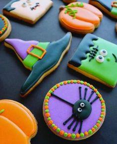Halloween Desserts, Postres Halloween, Halloween Cookie Recipes, Halloween Cookies Decorated, Halloween Sugar Cookies, Royal Icing Decorated Cookies, Halloween Halloween, Halloween Biscuits, Halloween Costumes