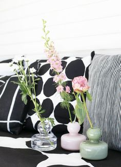 Kesän juhliin - Sisustusideoita - Kotiin - Marimekko.com Nordic Interior, Interior Styling, Scandinavian Christmas, Scandinavian Design, Marimekko, Japanese Patterns, Love Design, Ikebana, Flower Arrangements