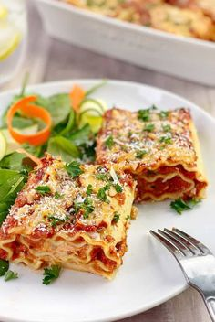 These lasagna rolls are fun to eat and healthy too - great for an easy weeknight dinner with the family Recipes With Lasagna Noodles, Pasta Recipes For Kids, Easy Dinner Recipes, Lasagna Rolls Recipe, Dinner Ideas, Group Meals, Family Meals, Kids Meals, Cheese Lasagna