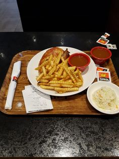 Benny & Co Laprairie (Québec)  Poitrine de poulet  choix du chef 9.19$ Tx incluses Waffles, Restaurant, Drink, Chicken, Breakfast, Food, Morning Coffee, Beverage, Eten