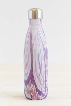 Your wedding party makes sure everything goes swell! Show some appreciation with these trendy S'Well water bottles as cool bridesmaid gifts. These water bottles keep liquids cold or hot for over 24 hours! Swell Water Bottle, Cute Water Bottles, Drink Bottles, Urban Outfitters, Santorini Sunset, Bridesmaid Gifts Unique, Gifts For Wedding Party, Wedding Ideas, Party Gifts