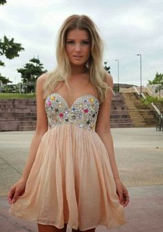 Gorgeous dress - If only I was going to a homecoming again!