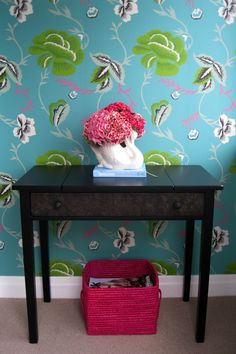 Designers Guild wallpaper in the entrance
