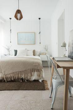https://i.pinimg.com/236x/ef/27/a3/ef27a3e4029fa490949a2871cf812f0f--beautiful-bedrooms-interiordesign.jpg