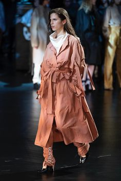 94d2c66665d Lemaire Spring 2019 Ready-to-Wear Collection - Vogue Fashion Show  Collection