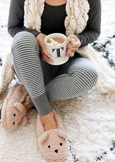 *slippers Get cozy in this adorable fall inspired pajama look from Anthropology. In love the striped leggings and animal slippers! Satin Pyjama Set, Pajama Set, Pilou Pilou, Pajamas For Teens, Cocoon, Cozy Pajamas, Womens Pyjama Sets, Punk Outfits, Trendy Swimwear