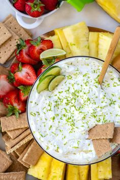 Key Lime Pie Fruit Dip is both sweet and tart and perfectly refreshing. Five minutes and five ingredients are all you need to make this fruit dip! Finger Food Appetizers, Healthy Appetizers, Appetizer Recipes, Key Lime Pie, Best Fruits, Healthy Fruits, Easy Fruit Dip, Fruit Dips, Dessert Dips