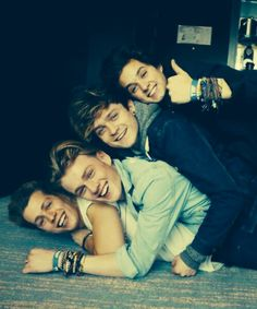 Awww so cute | The Vamps LoLo: Como no estoy al medio -_- Since I'm not the average