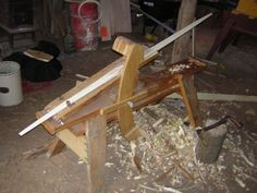 Splitting the Osage orange (Bois d'Arc) stave. This is a tough process. As can be seen in the photo above, I use an axe, froe, and hammer. Not visible here are short hickory limbs that are ja… Woodworking For Kids, Woodworking Books, Archery Tips, Types Of Bows, Crossbow Hunting, Wooden Bow, Traditional Archery, Bow Arrows, How To Make Bows