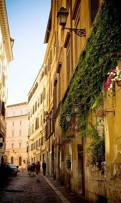 I adore the idea of walking the streets of Italy <3