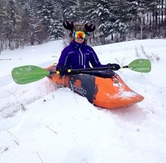 Snow kayaking: we really think this should be a winter sport. Anyone else with us? (Thanks for this, @Mish1100!)