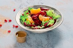 Tasty salad with bresaola and pomegranate Pomegranate Recipes, Wine Recipes, Avocado Toast, Italian Recipes, Tasty, Salad, Stuffed Peppers, Diet, Vegetables