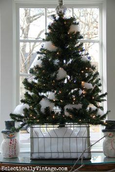 Fun snowball Christmas tree eclecticallyvintage.com