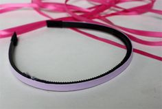 This is a good idea for girls who like wearing headbands and those who treat wearing headband as a tradition.DIY ribbon headbands are great projects Ribbon Jewelry, Ribbon Headbands, Cute Headbands, Ribbon Art, Ribbon Crafts, Ribbon Bows, Hair Bows, Diy Ribbon, Ribbons