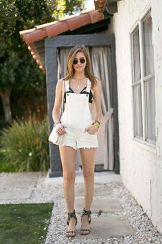 Update your summer wardrobe with boho chic inspirations from Coachella 2014. Click here for more.