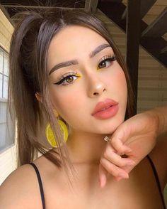 Modern & Gorgeous Makeup Styles for Teenage Girls - Makeup Tips Vintage Makeup Looks, Dark Makeup Looks, Glitter Makeup Looks, Red Lips Makeup Look, Yellow Makeup, Glam Makeup Look, Gorgeous Makeup, Pink Makeup, Fox Makeup