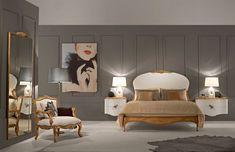 table de chevet suspendue design, moulures murales en gris anthracite, fauteuil ancien et lit néo-baroque