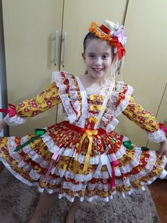 Festa junina Handmade Dresses, Mom And Baby, Kids And Parenting, Cute Dresses, Marie, Harajuku, Diy And Crafts, Halloween Costumes, Girl Outfits