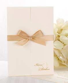 Fantasia rusetti, vanilja kutsukortti via Calligraphen http://shop.calligraphen.fi/