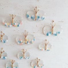 Diy Resin Crafts, Diy And Crafts Sewing, Cute Jewelry, Jewelry Crafts, Resin Jewelry Making, Handmade Wire Jewelry, Shrink Plastic Jewelry, Shrink Art, Plastic Art