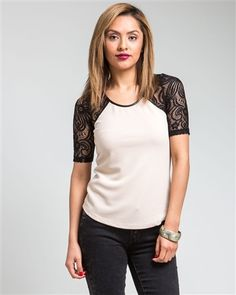 Beige Contrast Lace Shoulder TopFABRIC: 100%Cotton 10%SpandexSIZES: Small(4/6) Large(12)***DELIVERY TIME: 7 BUSINESS DAYS***