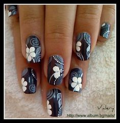 If you like black and white colour combinations than you should try it on your nails too. Check out below some black and white nail art design ideas chose from Golden Nail Art, Golden Nails, Nail Polish Designs, Cute Nail Designs, Nails Design, Gel Polish, Spring Nail Art, Spring Nails, Summer Nails