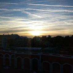 Amanecer desde las oficinas de AXPE Consulting en Madrid. #Amanecer #Sol #Cielo #Nubes #Paisaje #PaisajeUrbano