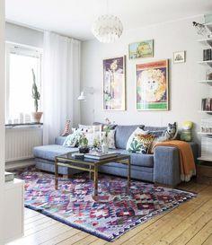 En liten lägenhet kan rymma en hel värld av minnen. Jenny och Erik i Borås har vågat låta väggarna fyllas av tavlor, prylar och platser som betyder något.
