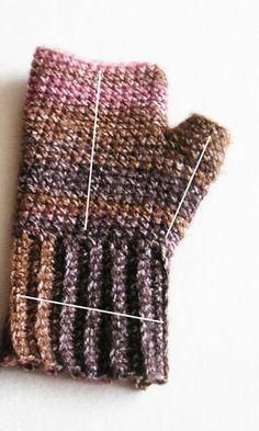 Jsem tu se slíbeným návodem na háčkované rukavice bez prstů, jen s krytím palce. Rozměr hotových bezprsťáčků: - obvod lemu 18 cm ...