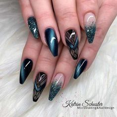 The advantage of the gel is that it allows you to enjoy your French manicure for a long time. There are four different ways to make a French manicure on gel nails. Elegant Nail Designs, Elegant Nails, Stylish Nails, Nail Art Designs, Purple Nail Designs, Gorgeous Nails, Pretty Nails, Gel Pedicure, Pedicure Ideas