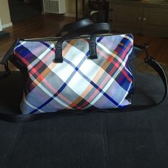 """French connection tote handbag Very cute, worn 3 times...measurements are 20""""12""""5, comes with detachable long strap that measures 23 inches and short straps measure 7 inches French Connection Bags Totes"""
