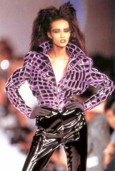 Iman, Thierry Mugler a/w 1988 Image Fashion, 80s Fashion, Look Fashion, Couture Fashion, Runway Fashion, High Fashion, Fashion Show, Fashion Outfits, Thierry Mugler