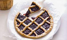 Tarte de amêndoa. Aprenda a fazer uma tarte de amêndoa diferente. A nossa sugestão para hoje é com chocolate branco, amêndoa e doce de cereja. Bons ingredientes cuja combinação vai surpreender os seus convidados.