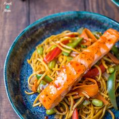 As you may know 'If it swims it slims' is a mantra we live by here at Pinch of Nom, and this Low Syn Ginger, Chilli & Lime Salmon with Noodles recipe is a perfect Slimming World friendly meal. Healthy Eating Recipes, Low Calorie Recipes, Healthy Food, Healthy Cooking, Healthy Meals, Salmon Recipes, Fish Recipes, Recipies, Asian Bbq Sauce