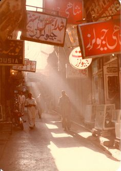 Bazaar of Peshawar, Pakistan by cricrich