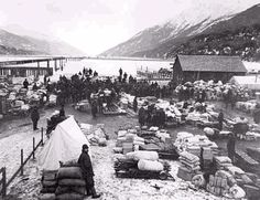 "August Klondike Gold Rush Begins.The Klondike Gold Rush began after gold was discovered in northwest Canada. Approximately of the ""stampede"" of people arrived at the Klondike region and only actually found gold. Old Pictures, Old Photos, Vintage Pictures, Canadian History, American History, North To Alaska, Call Of The Wild, Gold Rush, Old West"