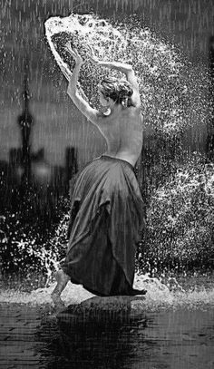 A new quest in classy sensuality around the shadows and light patterns eternal game. Much more than a tribute to black and white photography. Rain Dance, Dancing In The Rain, Shall We Dance, Just Dance, Dance Photos, Dance Pictures, Dance Movement, Dance Photography, Belle Photo