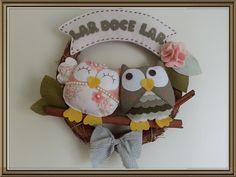 Felt Wreath, Diy Wreath, Owl Crafts, Kids Zone, Name Banners, Felt Diy, Wool Felt, Projects To Try, Erica Catarina