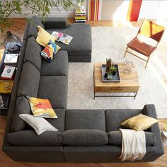 Uma vista perfeita desta sala linda e confortável! Essas almofadas dão um toque especial para esse sofá cinza. By @westelm  _______________________  Visite a Kasa57 www.kasa57.com.br contato@kasa57.com.br Whatsapp: 11 98691 2737  _____________________________  #kasa57 #tableware #interiors #decoracao #decorar #arquitetura #instadecor #instaarquitetura #presentesfinos #enfeitesdecor #luxo #arquitetos #moderno #dicasdedecoracao #brasil #arte #decoracaodeinteriores #homedecor…