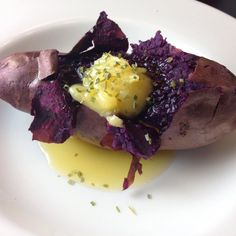 autumnskitchenPurple potato!  Purple potatoes are back in season so my husband is a happy camper. Purple potatoes are his favorite because of their earthy sweetness and he always enjoys his potato with a huge dollop of @omgheebutter!  1. Heat oven to 400F  2. Wash potato and rub omgheebutter on skin and bake for 35-40min 3. Peel back skin and add omghee and chives 4. Enjoy immediately while piping hot!  #potato #sweetpotatoes #purplepotato #stokespotato #rootveggie #healthycarb #omgheebutter