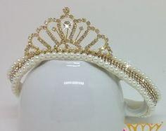 Faixa Luxo de Pérolas com Coroa Dourado