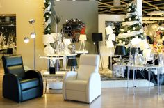 Hoy te enseñamos la decoración navideña de una de nuestras tienda, Autovía de Toledo Km.19, una tienda de 3.000 m2 de exposición donde podrás encontrar desde el mueble más vanguardista hasta los coloniales de líneas rectas ademas de una amplia variedad en iluminación, decoración y descanso.