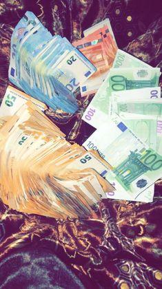 Many 😅😅😅 - - Reichtum - Telephone Money On My Mind, My Money, How To Get Money, Money Meme, Money Box, Frases Instagram, Money Stacks, Rich Money, Gold Money