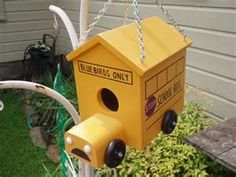 school bus bird house for the bus drivers! Bird House Feeder, Bird Feeder, Table D Hote, Wheels On The Bus, Bird Boxes, Cute Birds, Outdoor Projects, Bird Cage, Bird Feathers
