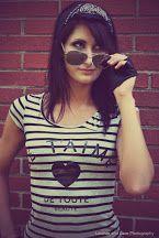 Photo Rocker Girl, Graphic Tank, T Shirts For Women, Tank Tops, Fashion, Moda, Halter Tops, La Mode, Fasion