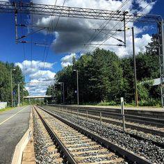 Hikiä station. #hikiä #hausjärvi #railroadphotography #railfans_of_instagram #railways_of_our_world #bahnhof #gare #_rsa_theyards #chemindefer #railway #raudtee #railroad #rautatie #raudteejaam #rautatieasema #järnväg #jernbane #järnvägsstation #jernbanestasjon #train_nerds #traintracks #trainstation #trainspotting #trains_worldwide by juhavnt