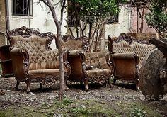 Urban exploration photography, Istanbul, Turkije, Barok Fauteuils, verlaten plaats, Urbex, Kunstdruk, stoelen, achtergelaten, sofa's