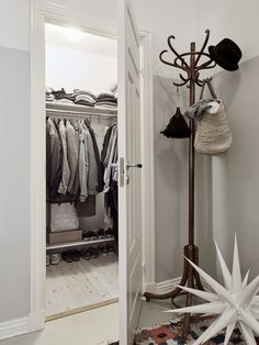 spacious storage idea for hallway❥ Home Decoracion, Living Etc, Design Apartment, Hanging Clothes, Beautiful Interior Design, Wardrobe Closet, Nordic Design, Scandinavian Interior, Decoration